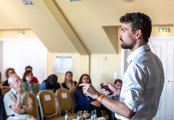 A young scientist presents his work during a #LINO18 Master Class.
