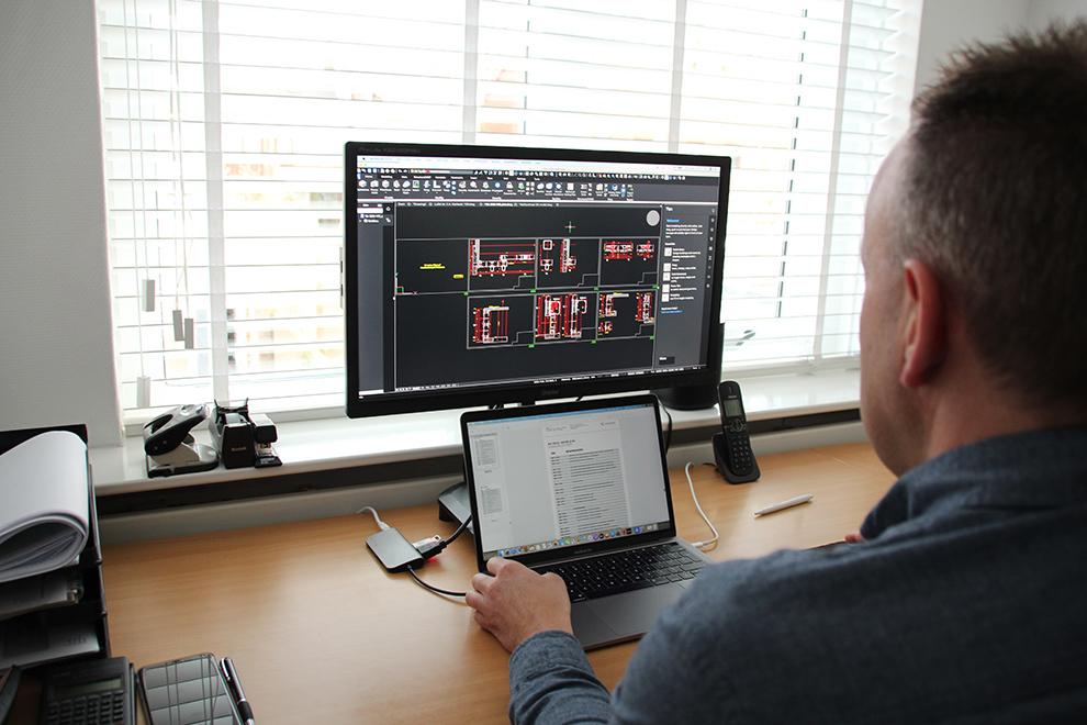 CAD-Zeichner Ben van Amersfoort bei der Arbeit mit BricsCAD®