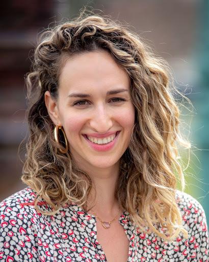 Zoe Guttman Headshot